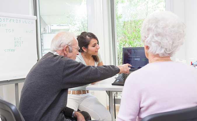 Senioren beim Hirnleistungstraining